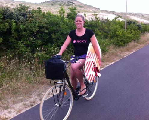 Terug fietsen na het surfen in Scheveningen!